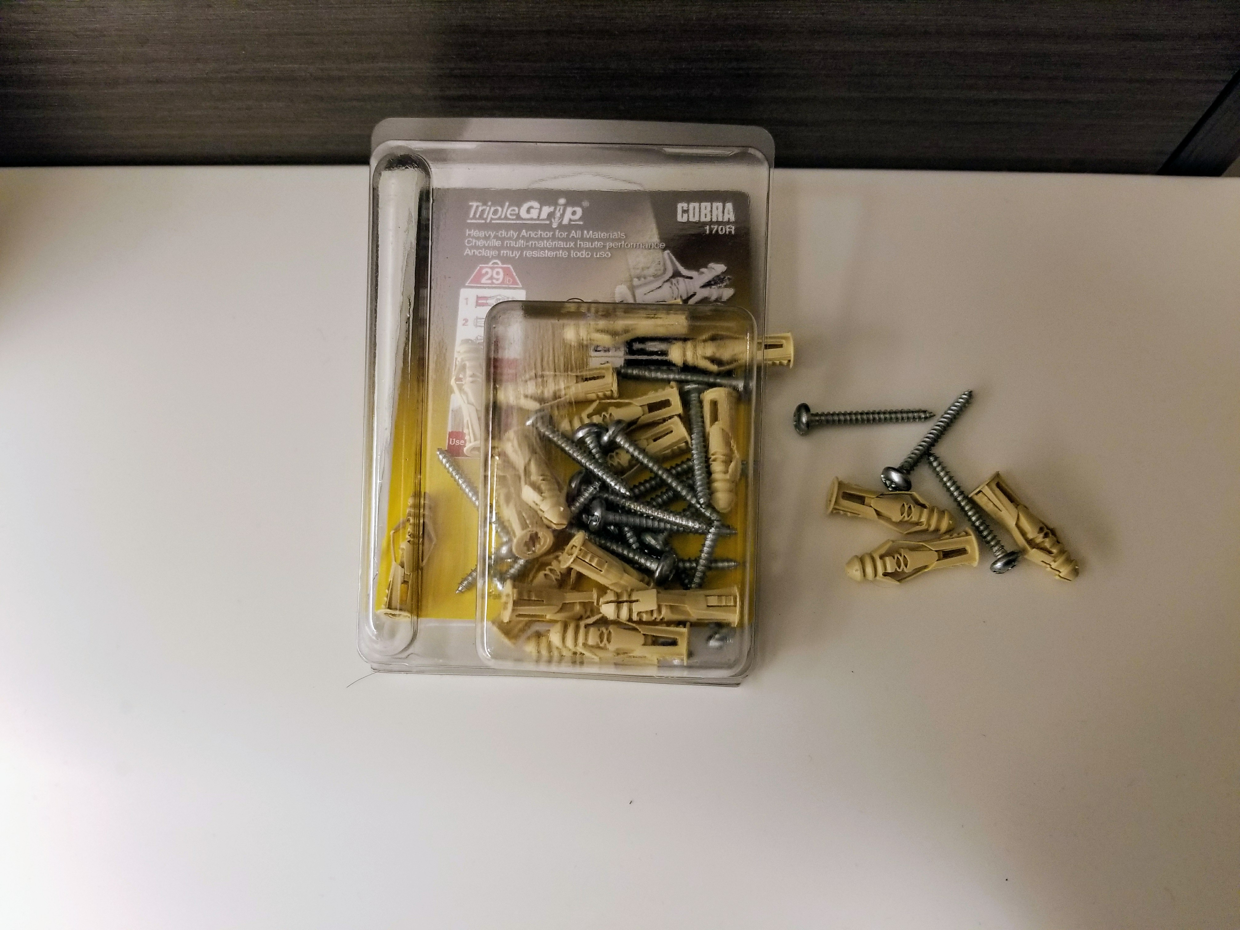 Plastic wall anchors